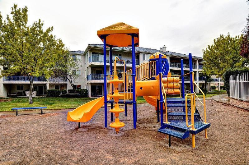 1 of 3 playgrounds - Las Palmas Resort Condo Bottom Level Great View wifi - Saint George - rentals