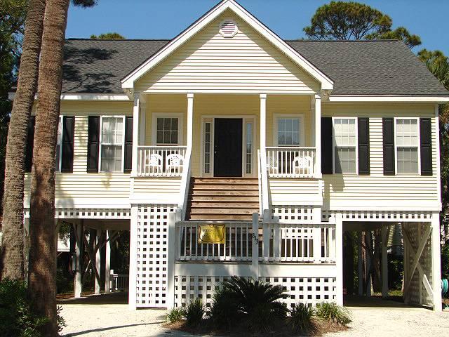 "813 Cheehaw St - "" Bee Gee's Getaway"" - Image 1 - Edisto Beach - rentals"