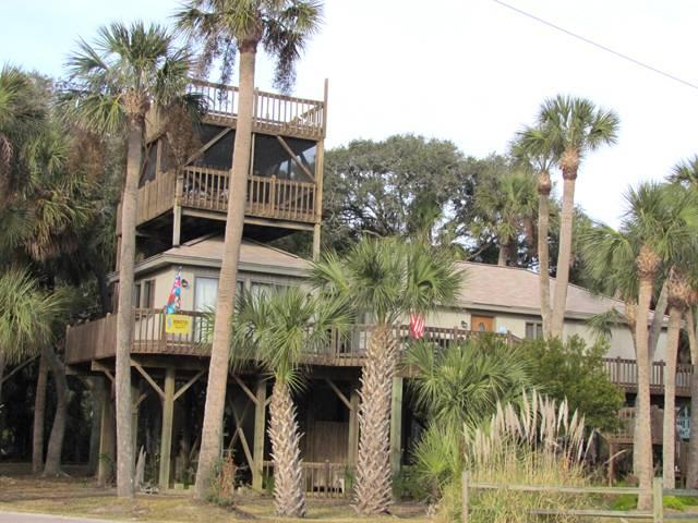 "419 Pompano St - ""All Decked Out"" - Image 1 - Edisto Island - rentals"