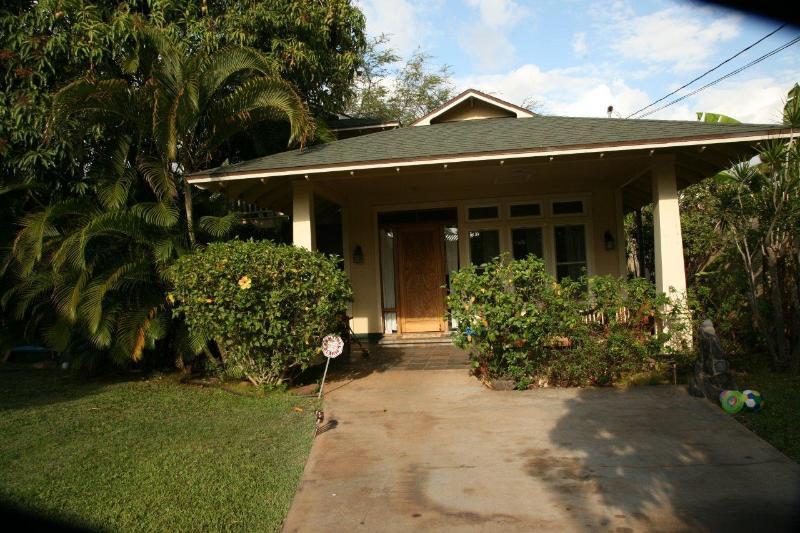 Front Yard & House - Maui Beach Walk - Kihei - rentals