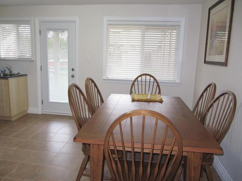 large dining area - Upscale Furnished 2 Bedroom Plus Den - Richmond - rentals