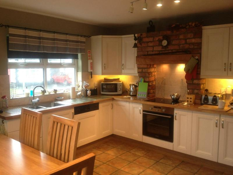 Kitchen - Tara Lodge Castlerock, 5 Star Accommodation - Castlerock - rentals