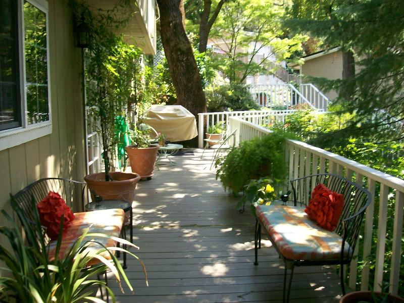 Entry deck - BJ's Nest Garden Studio,w/Hot Tub - Napa - rentals