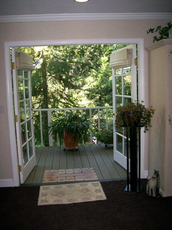 French door entry - BJ's Nest~Tranquil Studio Apartment Retreat, w/Hot Tub.  Close To Downtown Napa. - Napa - rentals