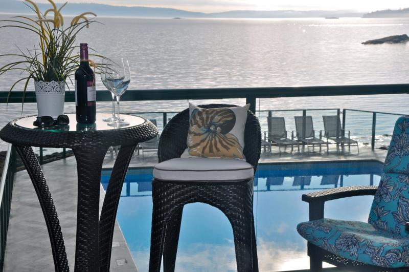 Spend magical time with a loved one~drink in our view~decompress~rejuvenate and enjoy! - New Luxury Condo~Steps to Ocean~Panoramic View - Nanaimo - rentals