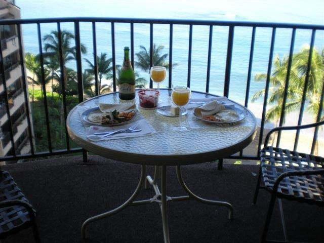 Breakfast & Mimosas on 1001 Lanai - CORNER 1BR VALLEY ISLE RESORT - Lahaina - rentals