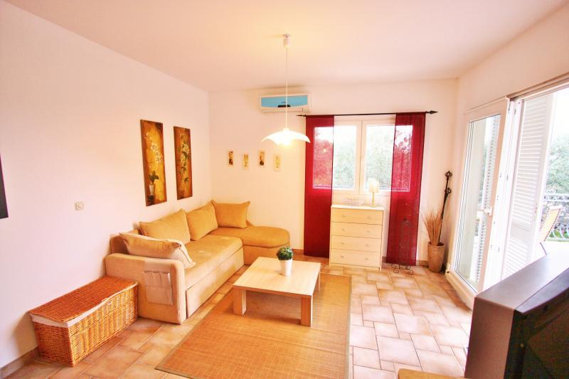 Villa Maslina -apartment Lia - Image 1 - Cove Makarac (Milna) - rentals