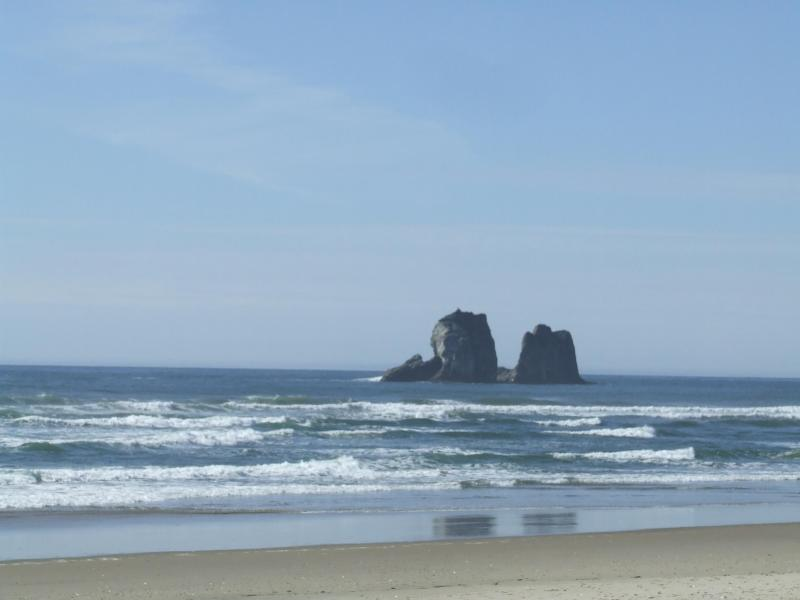 View from the beach, down the private footpath! - Beachside Cottage at Twin Rocks - Oregon Coast - rentals