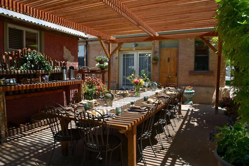 Outside breakfast table under the pergola - Cali Cochitta Bed & Breakfast - Moab - rentals