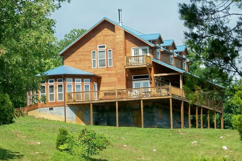 "Country Manor House, office and guest suites - A ""do-it-yourself"" B & B and large cabin/50 acres - Townsend - rentals"