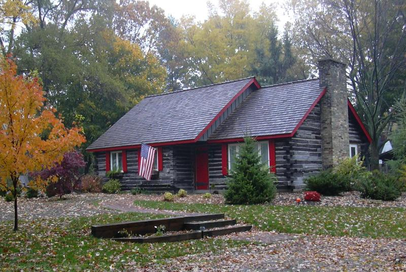 Higman Park Cabin - Autumn View - Charming Cabin - Private Beach/Harbor Shores Golf - Benton Harbor - rentals