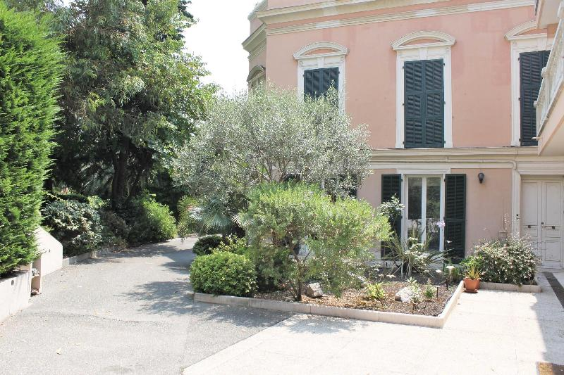 SPACIOUS 2 BEDROOM GROUND FLOOR APARTMENT IN NICE AT ONLY 150 M FROM BEACHFRONT - Image 1 - Nice - rentals