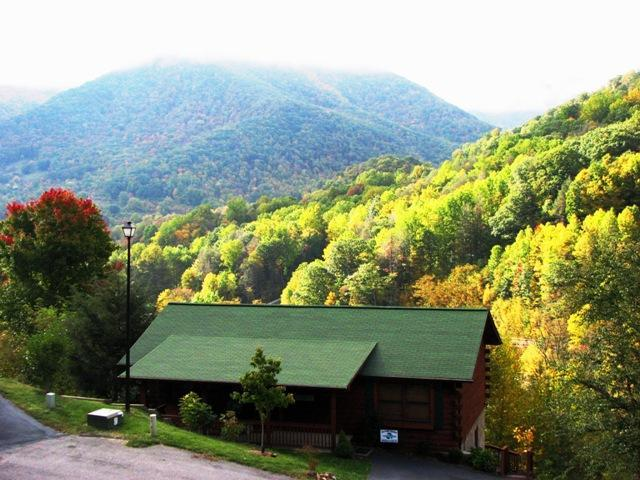Nestled in the Great Smokey Mts, Breathtaking Views, A Must See! Reserve Now! - True Mountain Views! Very Spacious! Reserve now for Spring, Summer & Fall. - Maggie Valley - rentals