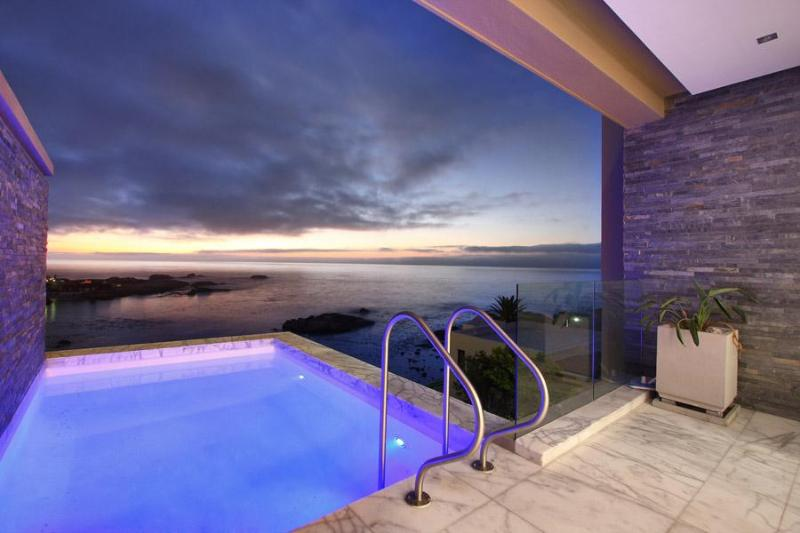 30-web (3) - Bali Place, Luxury 4 bed villa, views, pool, views - Camps Bay - rentals