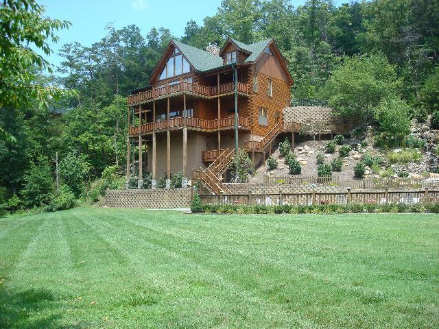 The backyard! - Beautiful 5 Bedroom Luxury Lodge - Pigeon Forge - rentals