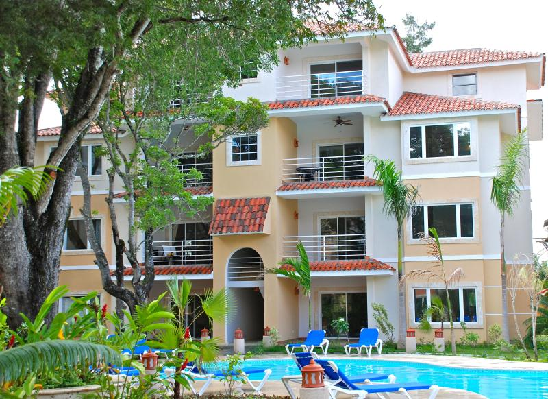 Building Front - Spacious 2BD/2BA condo, great beach in Cabarete - Cabarete - rentals