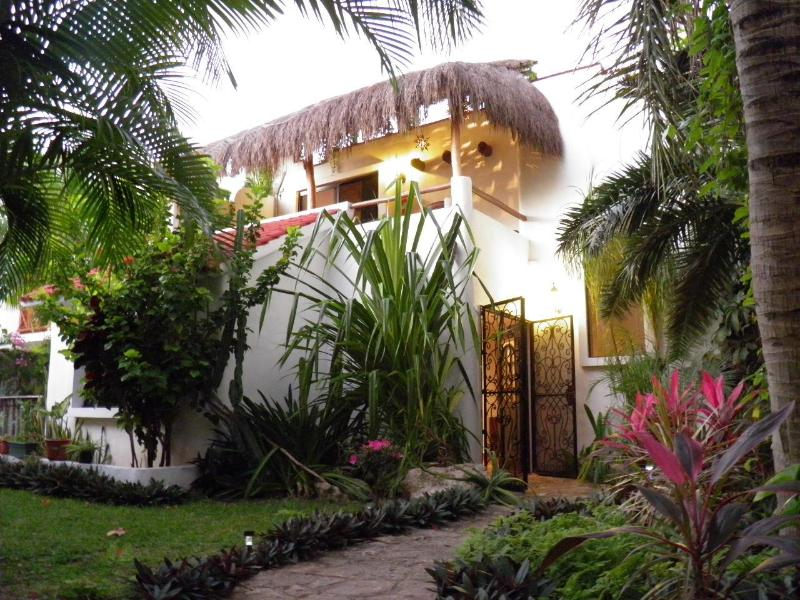 House (surrounded by lush tropical garden) - Authentic Mexican Private Garden House..5th AVE !! - Playa del Carmen - rentals