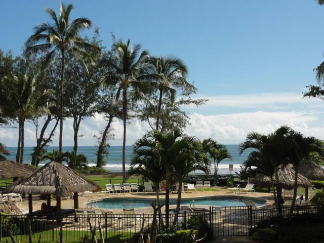 Islander on the Beach - pool area and pool's Bar - Stunning Ocean-view Studio at Beachfront Resort - Kapaa - rentals