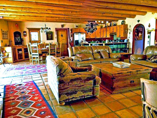 Large great room with country kitchen - Adobe de Eototo - Taos - rentals