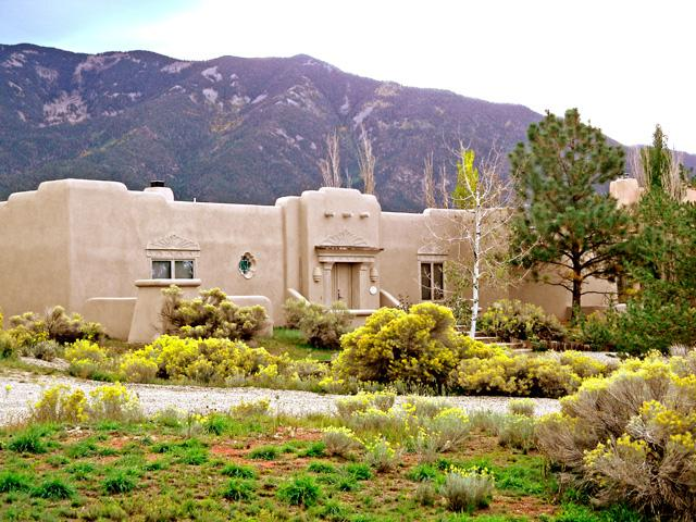 Desert landscape with panoramic mountain view back drop - Casa de Esqui - Taos - rentals