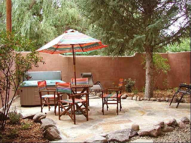 Professionally landscaped enclosed private patio and yard - Casa Encantada 1 - Taos - rentals
