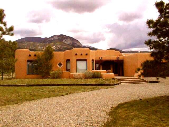 Exterior with mountain view background and short 15 minute drive to Taos Village, 35 ninute drive to Red River, NM - Casa Illuminada - Taos - rentals