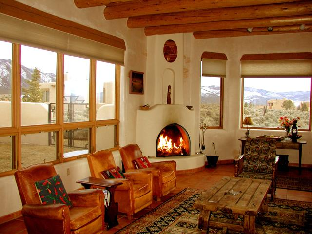 Living room with 3 panoramic mountain view window walls - Hale de Taos - Taos - rentals