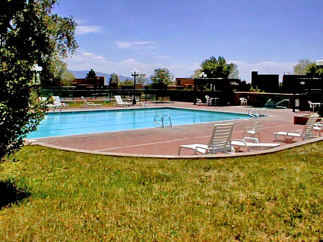 Summer pool includes kiddie pool, hot tub and year round tennis - Quail Ridge Studio 141 - Taos - rentals