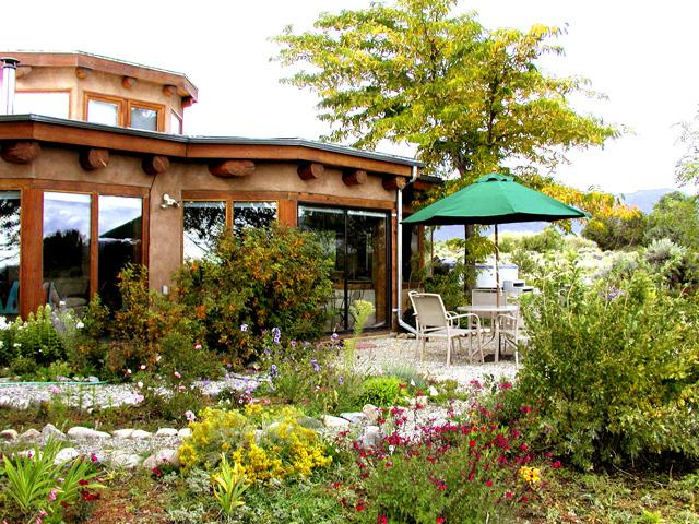 Landscaped with summer flowers everywhere! - Vista Luna - Taos - rentals