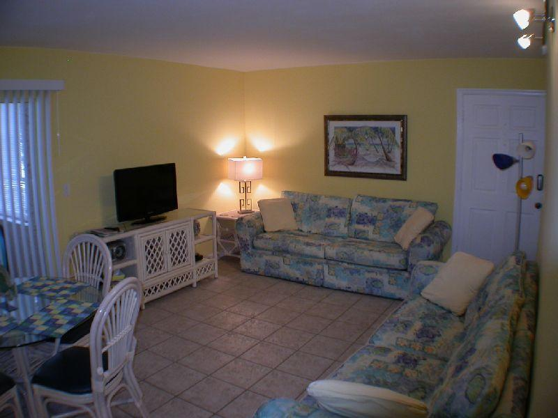 Living and Dining room - Tropical Retreat Condo -  Two Bedroom - Sleeps 6 - Clearwater - rentals