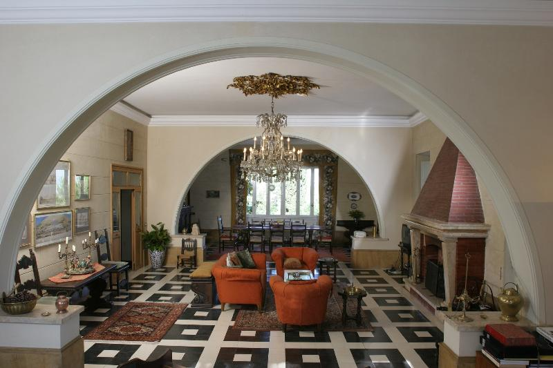 Livingroom and diningroom with 180 degree views stretching from Rome to the Apennine Mountains - Casale Sonnino - an enchanting villa near Rome - Rome - rentals