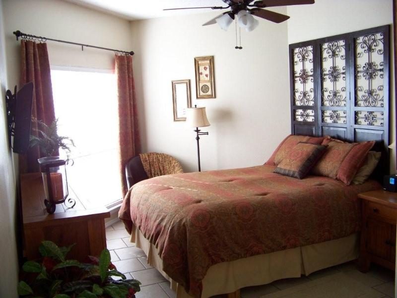 Gorgeous Master Bedroom with beautiful river view - Inverness at New Braunfels Waterfront Condo - New Braunfels - rentals