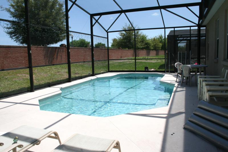 Private Pool - Screen Enclosed & Heated. - 4 Bedroom Vacation Home Kissimmee FL - near Disney - Kissimmee - rentals