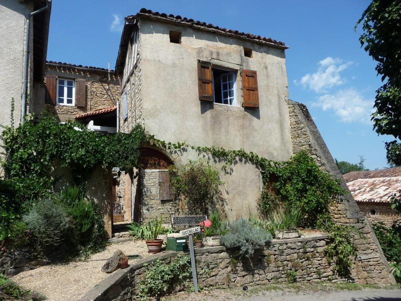 front view of house - Real France - peaceful and relaxing - Varen - rentals
