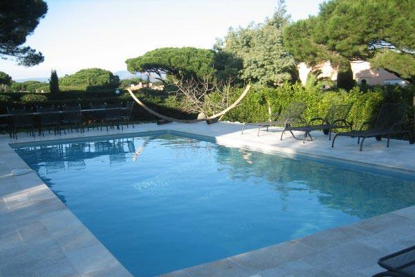 Ocean glimpses from this villa in the domain of Sinopolis. AZR 305 - Image 1 - Saint-Tropez - rentals