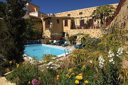 Exterior of Hibiscus cottage and the pool. La Bodega cottages, San Miguel,Tenerife. - Tenerife Self Catering - La Bodega, Hibiscus cottage, San Miguel de Abona. - San Miguel de Abona - rentals