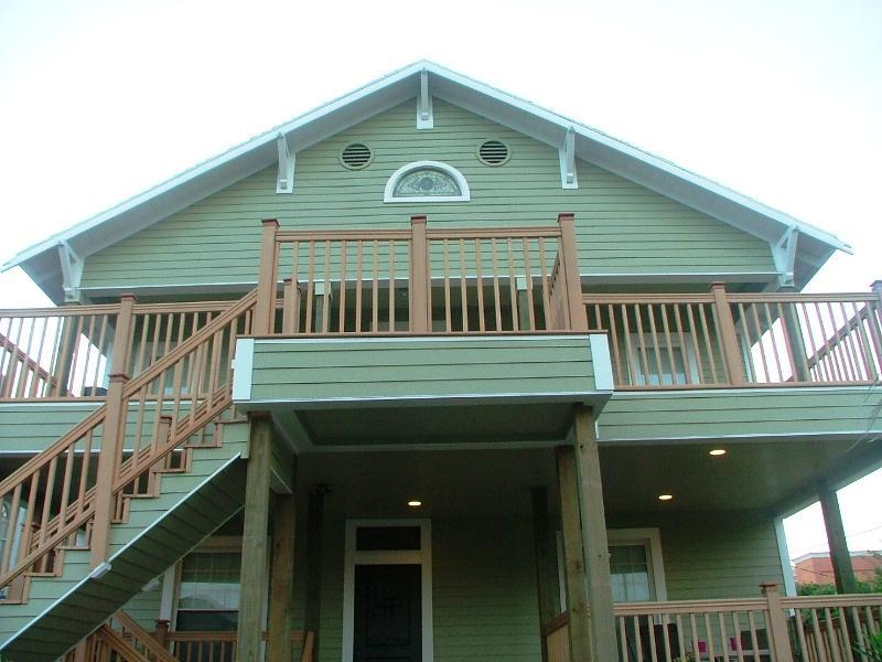 A1- Front view- from street.JPG - Mardi Gras! Updated Historic-Pleasure Pier-7 blks - Galveston - rentals