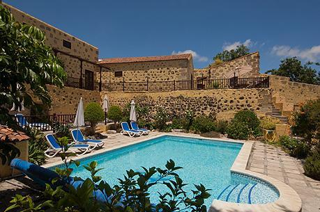 The pool at La Bodega. La Bodega, Casa Rural,cottages, San Miguel, Tenerife. - Tenerife Self Catering - La Bodega, Bougainvillea cottage, San Miguel de Abona. - San Miguel de Abona - rentals