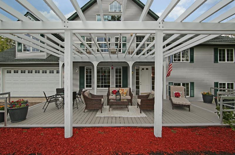 20 x 40 Pergola Deck ACE - Highly rated luxury estate - 30 day min lease. - Brainerd - rentals