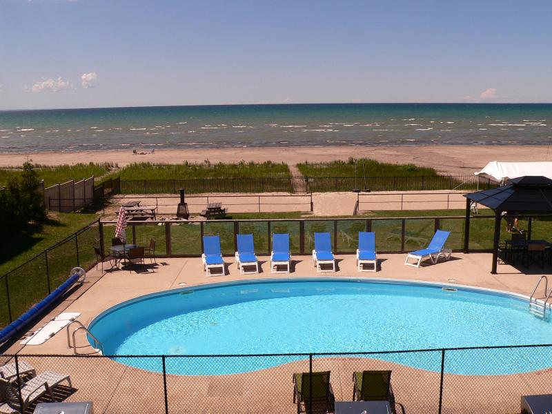 Heated Private Pool overlooking Georgian Bay - You can't ask for more! - BEACH FRONT PROPERTY - Wasaga Beach - rentals