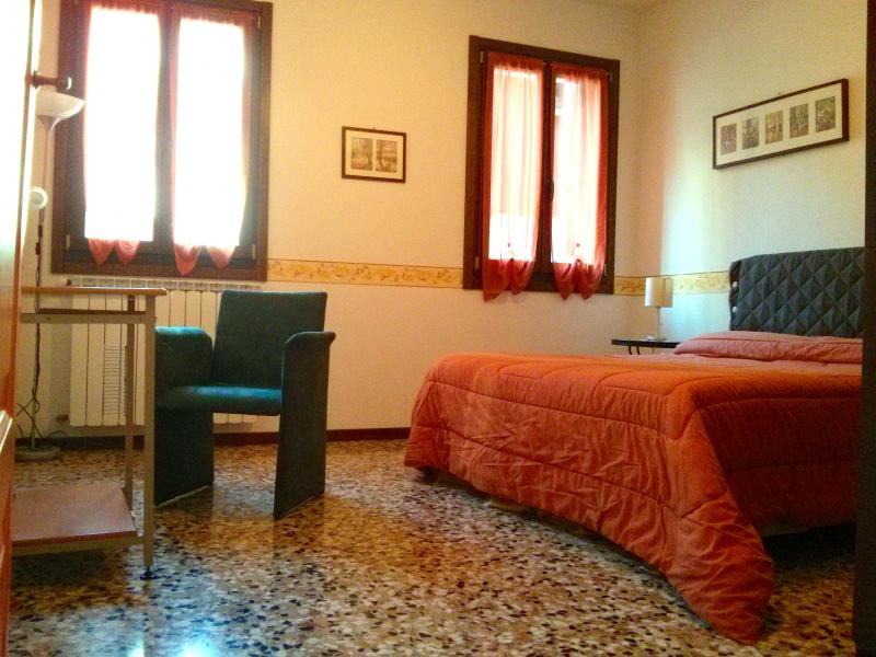 The Bedroom - Cà 5393 Orange, cozy house ground floor free Wi-Fi - Venice - rentals
