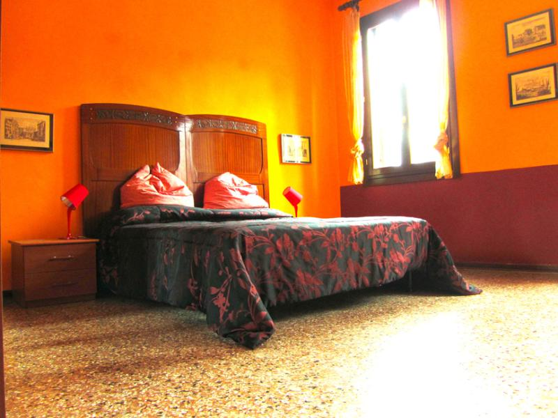 The Orange Bedroom - Chromotherapy house, find new energy in colors! - Venice - rentals