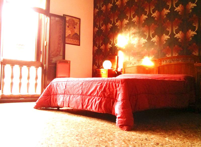 the amazing Retrò bedroom - Vintage apartment, the coolest house in Venice! - Venice - rentals