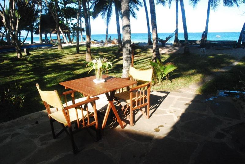 Cocktail with a view at B&B restaurant Diani Beach - One Bedroom Apartment with Pool on Beach property - Diani - rentals
