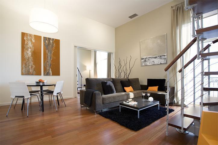 Living room with dining - New Plaza Catalunya Lux Apartment - Barcelona - rentals