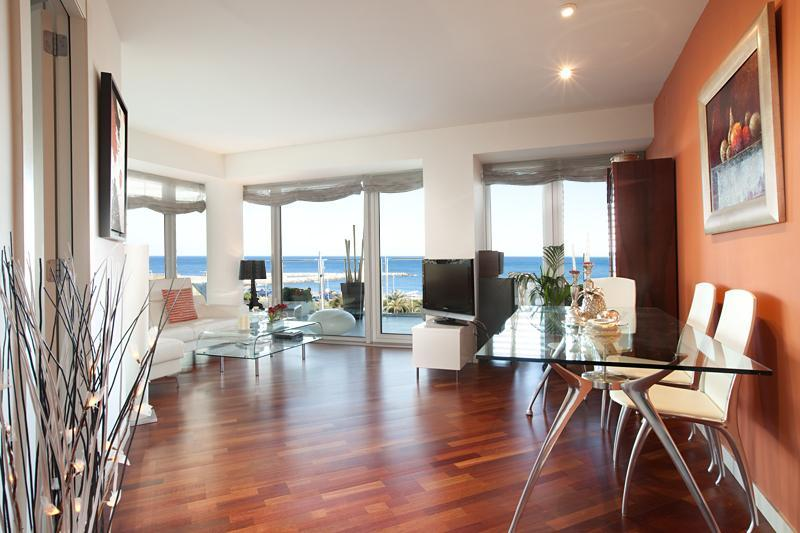 Living room with dining area - Amazing Beach Apartment Terrace, Pool, Sea views - Barcelona - rentals