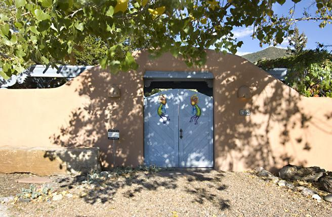 Cerro Gordo Casita main entrance - Cerro Gordo Casita - 30 Day Minimum - Santa Fe - rentals