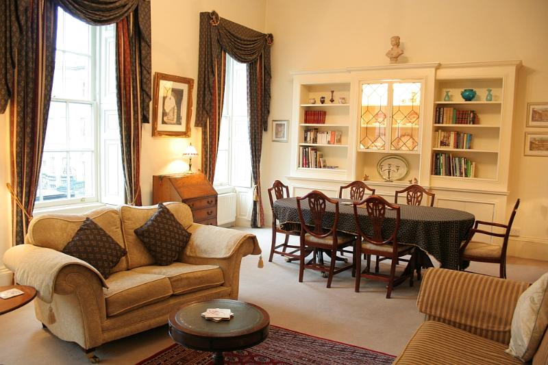 Elegant & spacious drawing room - The Gallery -  Stunning  Apartment in Central Bath - Bath - rentals