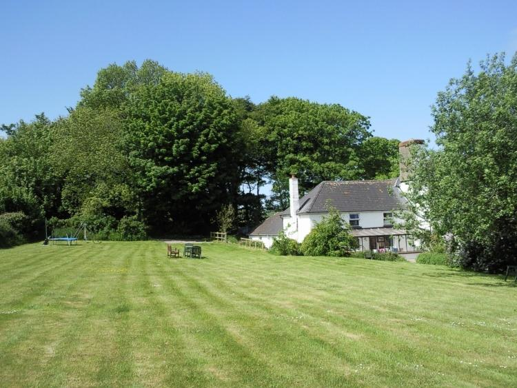 Hafod Villa has  a delightful, secluded setting. - Charming Coastal Cottage Moylgrove, Pembrokeshire - Newport - rentals