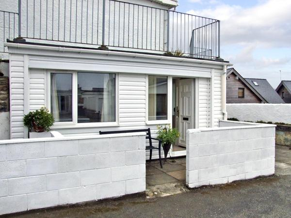 APARTMENT 2, romantic, with a garden in Rhosneigr, Ref 4091 - Image 1 - Rhosneigr - rentals